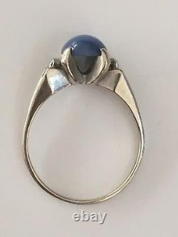 14k White Gold Ring Blue star sapphire and Diamonds. Size 7.75